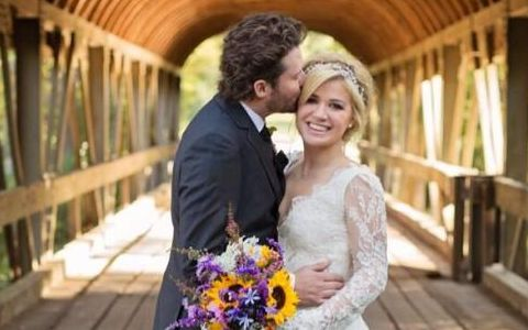 Kelly Clarkson got married to Brandon Blackstock