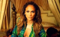 Jennifer Lopez sings I Luv Ya Papi