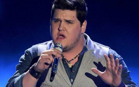 Dexter Roberts performs on American Idol Top 8