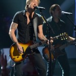 Keith Urban performs on American Idol 2014 - 02