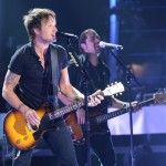 Keith Urban performs on American Idol 2014 - 03
