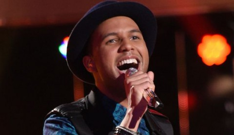 Rayvon Owen performs for your American Idol vote