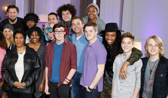 Aretha Franklin with Top 24 Guys on American Idol 2015