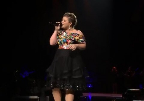 <center>Kelly Clarkson New York City Radio Music Hall (YouTube)</center>