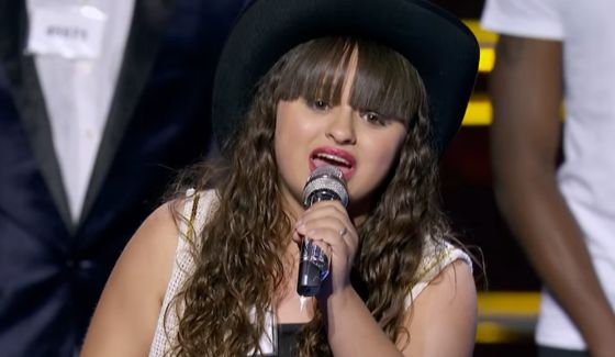 Michelle Marie Lecza performs on Hollywood Week