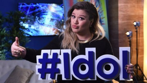 Kelly Clarkson returns for American Idol 2016