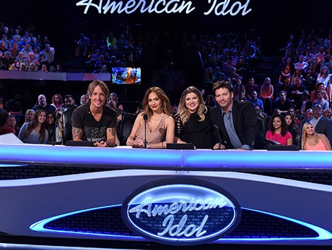 AMERICAN IDOL: Top 10: L-R: Judges Keith Urban, Jennifer Lopez, guest judge and Season 1 winner Kelly Clarkson, and judge Harry Connick Jr. on AMERICAN IDOL airing Thursday, Feb. 25 (8:00-10:00 PM ET/PT) on FOX. © 2016 FOX Broadcasting Co. Cr: Ray Mickshaw/ FOX. This image is embargoed until Thursday, Feb. 25,10:00PM PT / 1:00AM ET